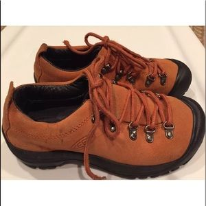 Keen 6.5 suede leather lace up hikers shoes boots